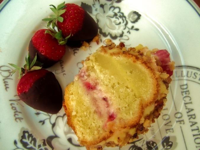 Frankfurter Kranz mit Erdbeeren (1)