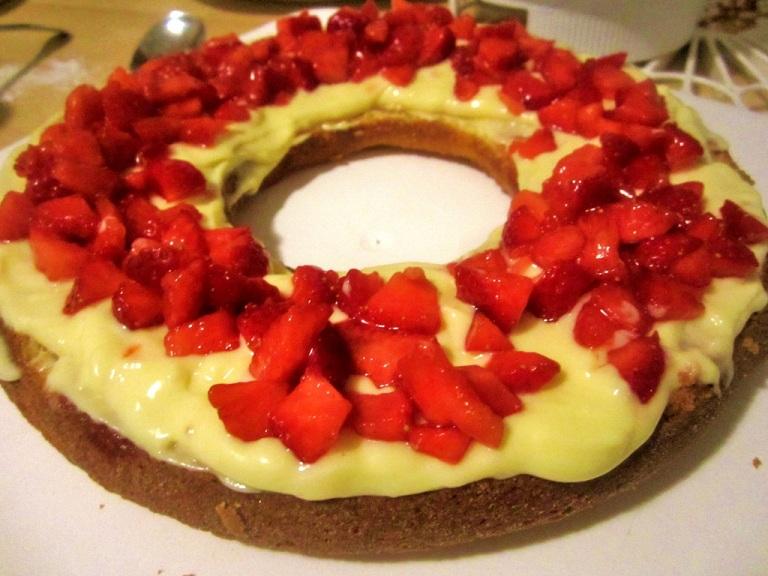Frankfurter Kranz mit Erdbeeren (3)