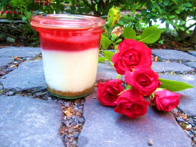 Sommer Dessert Cheesecake im Glas Himbeeren (10)