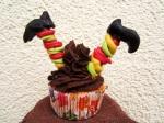 Kopfüber im Cupcake Hexe
