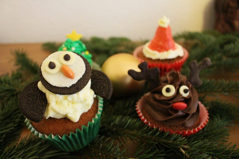 Christmas Cupcake Santa Hat (1)