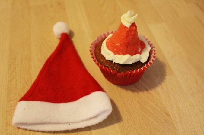 Christmas Cupcake Santa Hat (10)