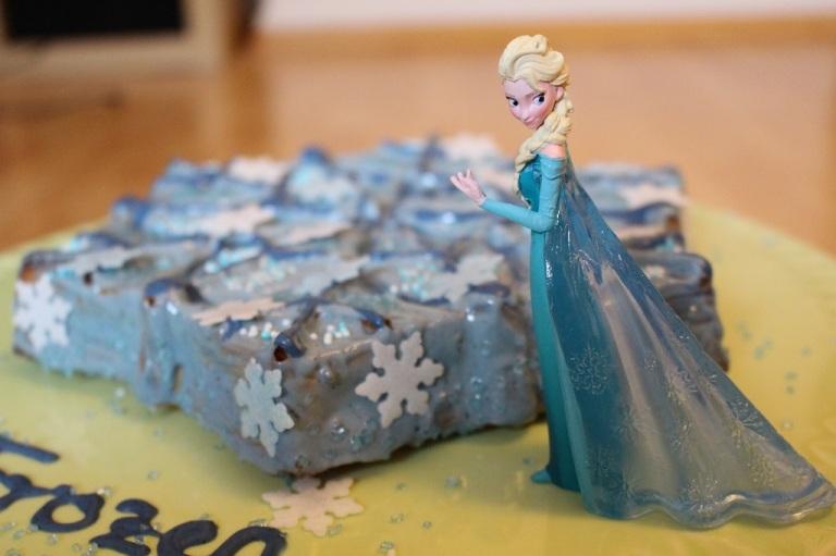 Frozen Cake Elsa (1)
