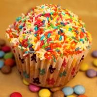 Helau: Funfetti-Cupcakes zu Fasching