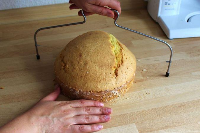 Die Kuppel ist in meinem Fall etwas groß geworden (das Rezept ist mittlerweile angepasst), aber die Reste wurden köstliche Cakepos!