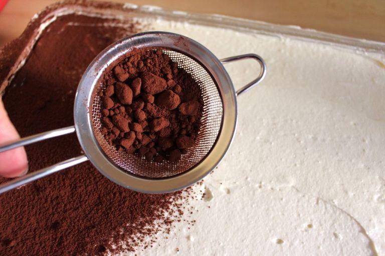 Schritt 4.) Ihr könnt auch statt Kakao obendrauf noch eine Schicht Beeren machen - aber ich finde es klassisch super.