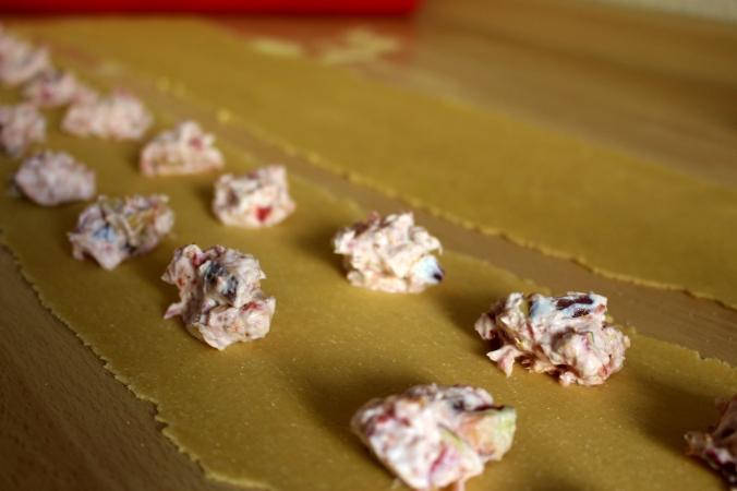 Schritt 4.) Die Füllung einer Ravioli ist ziemlich genau ein Teelöffel.