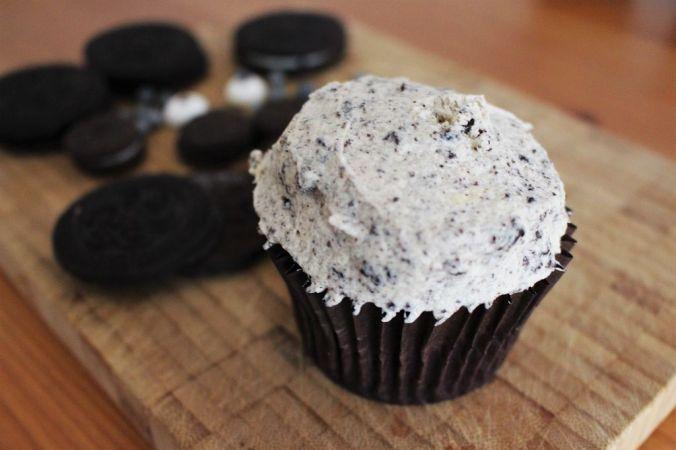 Die Cupcakes selbst haben weniger Zucker im Teig, weil die Creme süß ist.