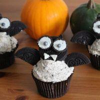 Fledermaus Cupcake mit Oreos