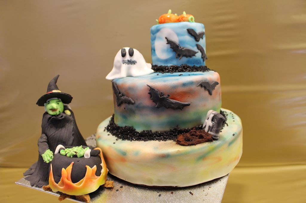 halloween torte mit airbrush mainbacken. Black Bedroom Furniture Sets. Home Design Ideas