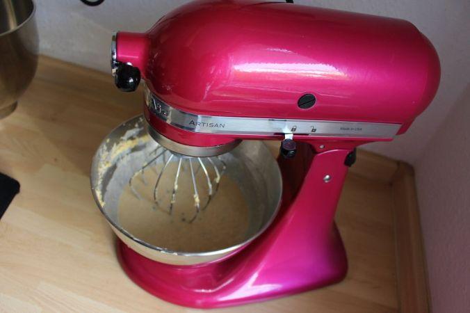 Tipp: Ihr könnt quasi jeden Rührteig verwenden. Ich habe hier Vanille-Schoko genommen.