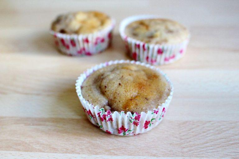 Die Muffins vollständig auskühlen lassen, bevor die Creme drauf kommt.