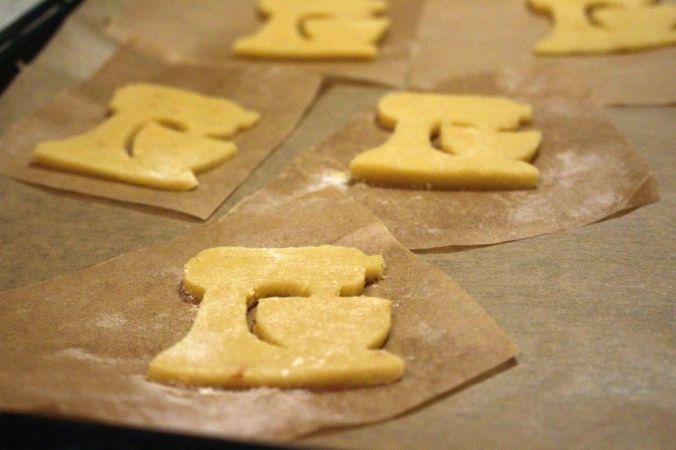 Die kleinen Kitchenaid Artisans haben noch mal gekühlt, bevor ich sie gebacken habe. Das stellt sicher, dass die Butter darin nicht verläuft, bevor der Keks backt.