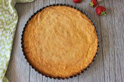 Nach nur ca. 15 Minuten ist euer Kuchen durchgebacken - da es ein dünner Boden ist, braucht er nicht lange.