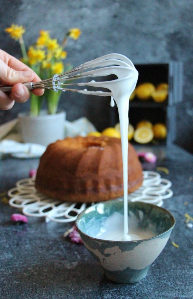 Zuckerguss mit perfekter Konsistenz für Kuchen.